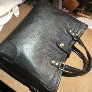 Bag made with precious deer leather.